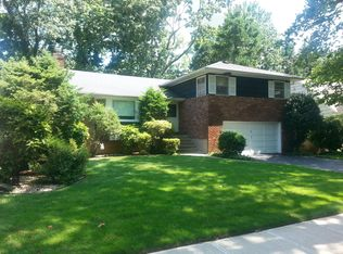 65 Reeve Rd , Rockville Centre NY