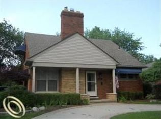 834 Hollywood Ave , Grosse Pointe Woods MI