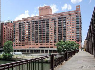 165 N Canal St Apt 517, Chicago IL