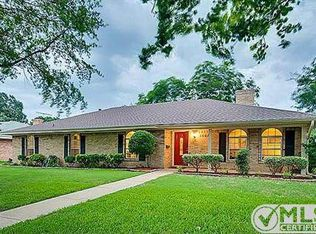 1608 Woodcrest Ln , Carrollton TX