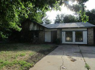 2106 Quail Hollow Dr , Grand Prairie TX
