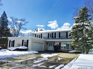 656 Castlewood Ln , Deerfield IL
