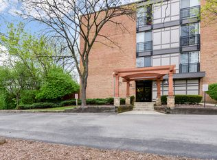 1811 Four Lakes Ave Apt 2M, Lisle IL