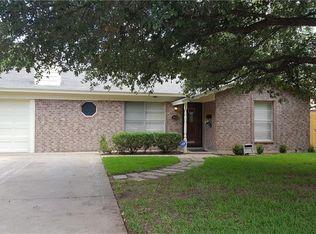 1613 Barron Ln, Fort Worth, TX 76112 | Zillow