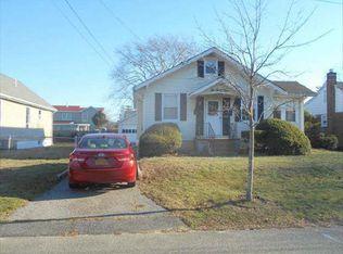 634 Adams Ave , Lindenhurst NY