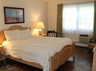 8 Harbour Ln Apt 2A, Oyster Bay NY