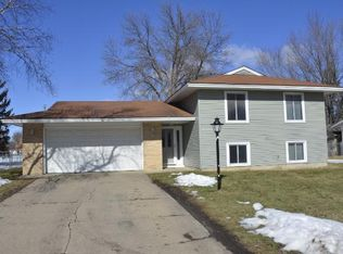 905 Whitney Dr , Apple Valley MN