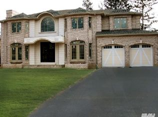 8 Knoll Ln , Roslyn Heights NY