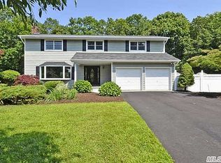 6 Rosemont Ct , Greenlawn NY