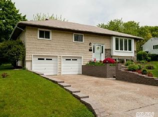 35 Melbourne Ln , Old Bethpage NY