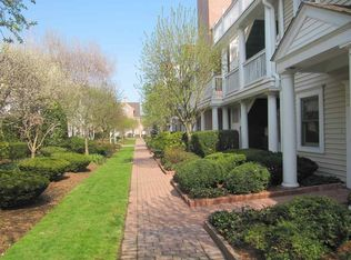 51 Forest Ave Apt 82, Old Greenwich CT
