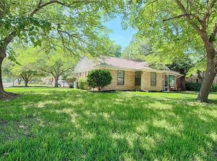 403 Staffordshire Dr , Irving TX