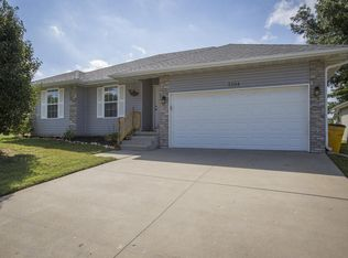 2104 w sayer dr springfield mo 65803 zillow solutioingenieria Choice Image