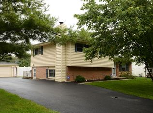 10938 Liberty Grove Dr , Willow Springs IL