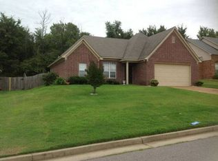 195 Village Dr , Oakland TN
