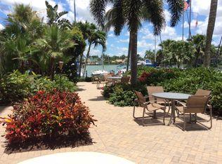 2170 Gulf Shore Blvd N Apt 21E, Naples FL