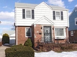 318 White Rd , Mineola NY