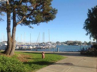 7 Embarcadero W Apt 300, Oakland CA