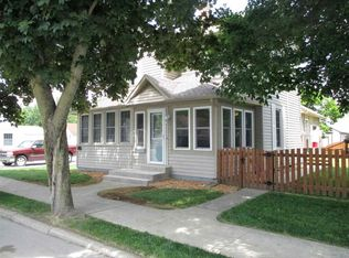 113 W Wayne St , South Whitley IN