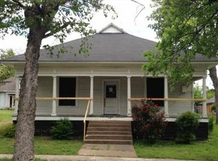505 W Main St , Honey Grove TX