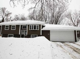 227 Moonlite Dr , Circle Pines MN