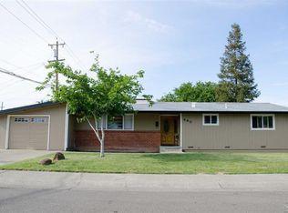 490 W E St , Dixon CA