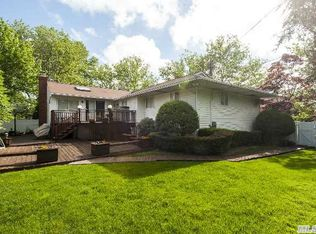 9 Pine Dr , Old Bethpage NY
