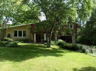8523 W Holly Rd , Mequon WI