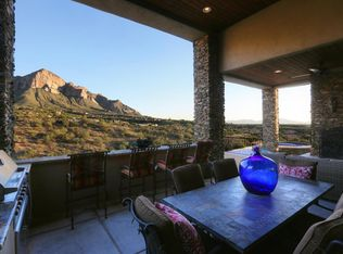 Rustic Kitchen With Breakfast Bar Amp U Shaped In Oro Valley