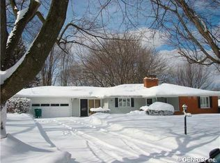 86 Highledge Dr , Penfield NY