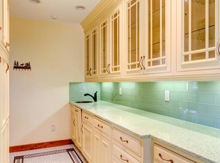 Craftsman Master Bathroom With Pedestal Sink Amp Pendant