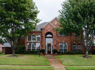 810 Glen Hollow Dr , Garland TX