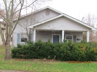 703 W 5th St , Johnston City IL