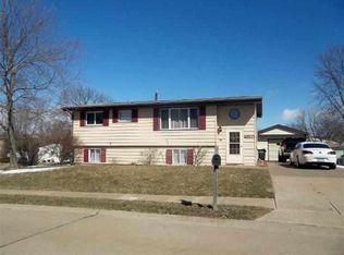 4320 W 16th St , Davenport IA