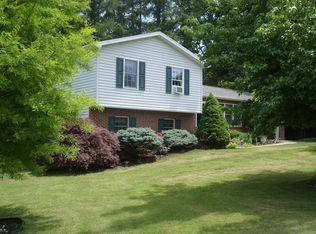 47 Holly Estate Dr , Gardners PA