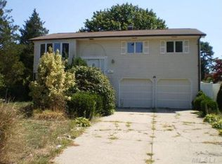 26 W Willow St , Brentwood NY