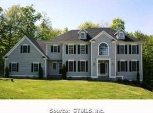 88 Country Woods Ln , Southbury CT
