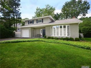 81 Soundview Dr , Port Washington NY