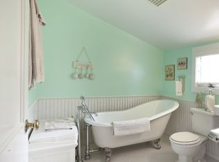 Cottage Full Bathroom With Clawfoot Bathtub Amp Wainscoting