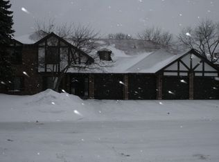 865 Johnstown Ln Apt C, Wheaton IL