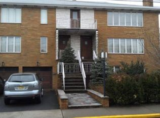 150 Washington Ave , Fort Lee NJ
