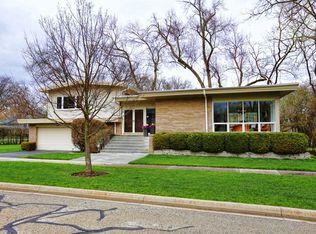 725 Strawberry Hill Dr , Glencoe IL