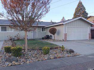 7755 Santa Barbara Dr , Rohnert Park CA