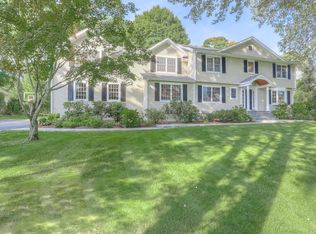 1 Meadow Ln , New Canaan CT