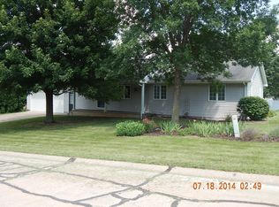 605 Timber Ridge Dr , Andalusia IL