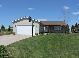 W1918 Summer Hill Dr , Helenville WI