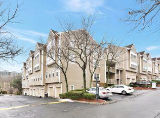 534 Windsor Dr Palisades Park NJ 07650