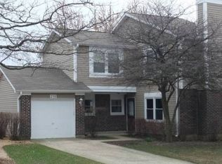 250 Hedgerow Dr , Bloomingdale IL