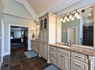Traditional Master Bathroom With Wall Sconce Amp Rain Shower