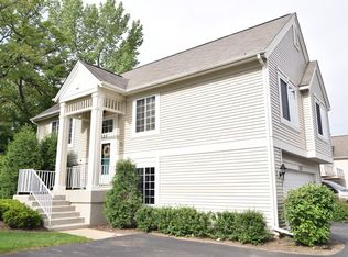523 Cary Woods Cir , Cary IL